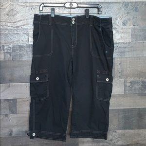 Nice Black Levi's Capris with Pockets